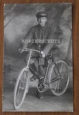 Original Portrait Foto deutscher Soldat auf Fahrrad 1.WK