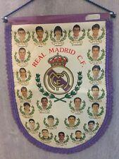 BANDERIN PENNANT REAL MADRID 1994 1995 44x32cm Raúl, Luis Enrique, Laudrup..