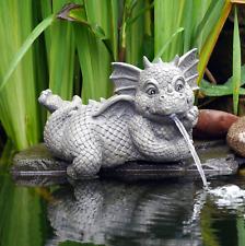 Deko Figur Drache Drachen Wasserspeier liegend Kantenhocker Teich Wasserspiel