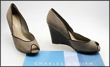 CHARLES AND KEITH WOMEN'S WEDGED HEEL OPEN-TOE FASHION SHOES SIZE 6, 37