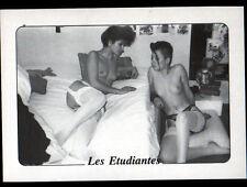 NATURISME / Mlle KRIS & MARYLINE ETUDIANTES en CHAMBRE avec OURS en peluche