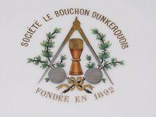 06D43 ANCIENNE ASSIETTE SOCIÉTÉ DU BOUCHON DUNKERQUOIS JEUX BISTROT FLANDRE 1892