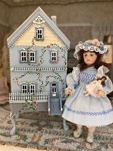 1993 Artisan Miniature Dollhouse Child's Doll House Hinged For 144th Scale Furn.