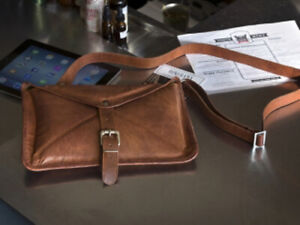 ***NEW*** 2Vintage Leather Tablet Tote (Brown)