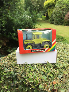 BRITAINS TRACTOR Mercedes Benz 1500 Tractor 9525 IN BOX