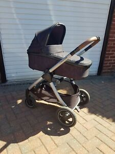 travel system maxi cosi Adorra carry cot, pushchair, car seat and isofix base