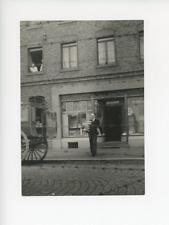 Un boulanger itinérant hollandais en Allemagne. Vintage silver print Tirage ar