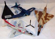 Lot de trois maquettes avions militaires pour pièces ou à restaurer