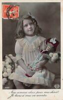 Carte Postale Photo d'art - Petite Fille et sa poupée - Nos sommes deux pour....