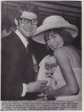 YVES ST. LAURENT & SHIRLEY MacLANE Hollywood CA VINTAGE 1965 press photo!!!