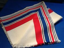 Très jolie nappe en piqué de coton blanc, et grandes rayures bayadère