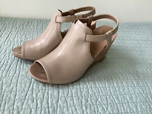 NWB Life Stride Soft System Women's 8.5W Taupe Peep Toe Cork Wedge Heels Shoes.