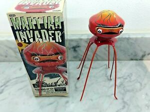 MARTIANS INVADER    THEY'VE COME TO DESTROY     TOY
