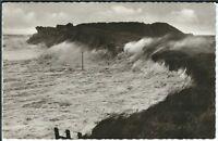 Ansichtskarte - Sturmflut auf Sylt - Wellen schlagen gegen Dünen - schwarz/weiß