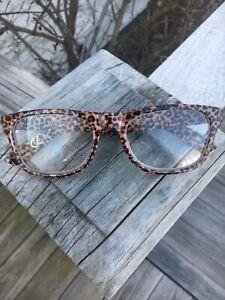 ❤️BETSEY JOHNSON Readers +2.50 Reading Glasses Leopard Print Stylish Design ❤️