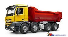 BRUDER 03623 -  MB Arocs camion ribaltabile moviemnto terra
