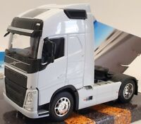 Welly 1/32 Scale Model Truck 32690S - Volvo FH - White