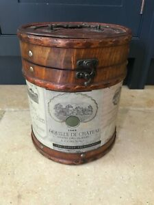 Wine label container