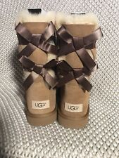 UGG BAILEY BOW II WOMEN SHORT BOOTS SUEDE CHESTNUT US 6