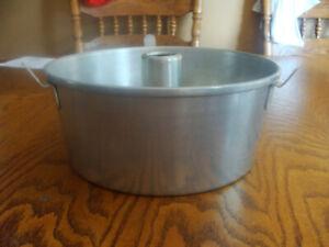 "VTG WEAR EVER Aluminum Angel Food Cake Pan W/COOLING HANDLES #2744 - 10""X4"""