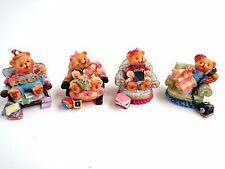4 Stk. Dekofiguren, Teddyfamilie sitzend auf Sesseln, Polystone, 5 cm hoch