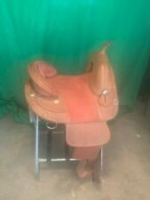 Treeless western saddle