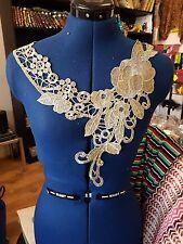 Or Brodé Patch dentelle empiècement poitrine Applique Motif robe de danse costume