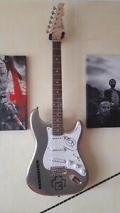 signierte E Gitarre RAMMSTEIN von TILL LINDEMANN Autogramm signed guitar