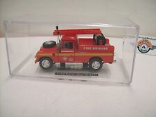 """Land Rover 109 """"Fire Brigade"""", red, 1980, Hongwell 1:43 in Vitrine"""
