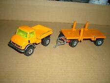 SIKU Mercedes Benz Unimog Hängerzug Pritsche + Rungen-Pritsche orange, 1-55