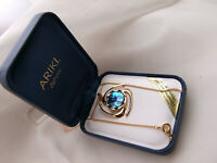 BEAUTIFUL ARIKI PAUA SHELL  & 22 CT GOLD PLATE PENDANT NECKLACE IN ORIGINAL BOX