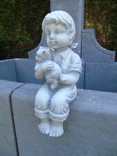 statue d une garçon avec son chat en pierre patinée , superbe !