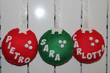 Palla natalizia appendino in pannolenci decorata a mano è personalizzata