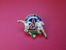 N°19 pin's pins pour veste Arthus Bertrand Paris Foot Paris Saint Germain PSG