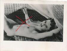 Nr20658  kleines Akt Foto schöne nackte Frau Busen Erotik 4 x 6 cm  um 1945
