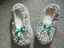 New Without Tags Women's Slippers / House Shoes Size 7 - 8 Snow Leopard Print