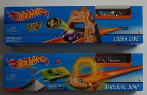 HOT WHEELS ~ COBRA CAVE + DAREDEVIL JUMP Tracks + 2 Cars ~ BRAND NEW, SEALED