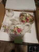 Mint Condition  ROYAL ALBERT OLD COUNTRY ROSES OCR TEA FOR ONE-TEAPOT-CUP SAUCER