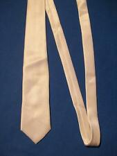 Cravate ancienne, satin de polyester blanc, marque CACHAREL, jamais portée