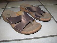 Clarks cork heel thong gold metallic sandals flip flops sz. 6 EUC