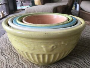 ROSEVILLE OHIO. USA RRR CO. Set of five mixing bowls.