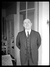 Homme debout costume- Ancien négatif photo an. 1930