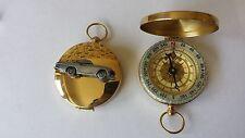 VOLVO P 1800s ref279 PELTRO effetto automobile su un emblema su una bussola d'oro