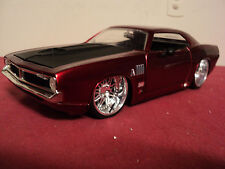 """Jada 1970 Plymouth """"Hemi """" Cuda 1/24 scale  2008 release  candy red exterior"""