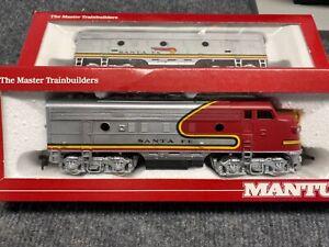 Mantua HO Santa Fe F7A B Diesel Locomotives,(War Bonnet) with 9 train cars (new)