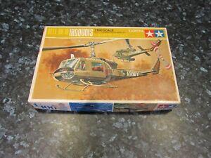 TAMIYA 1/100 BELL UH-1B IRIQUOIS HELICOPTER  MODEL KIT