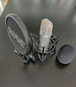 Rode NT1A Mikrofon mit Popschutz und Windschutz