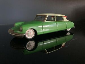 Tin Friction Citroen DS19 Made In Japan By Bandai
