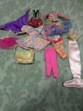 lot barbie,poupée mannequin 11vétements (sac vert et siréne rose)  +suppléments