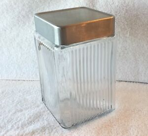 """Anchor Hocking  2 Qt Clear Glass Canister with metal lid 7 1/2"""" tall"""